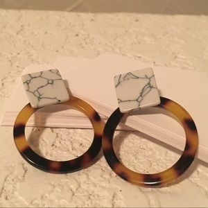 Jewelry - Marble and tortoise resin drop earrings  Post back
